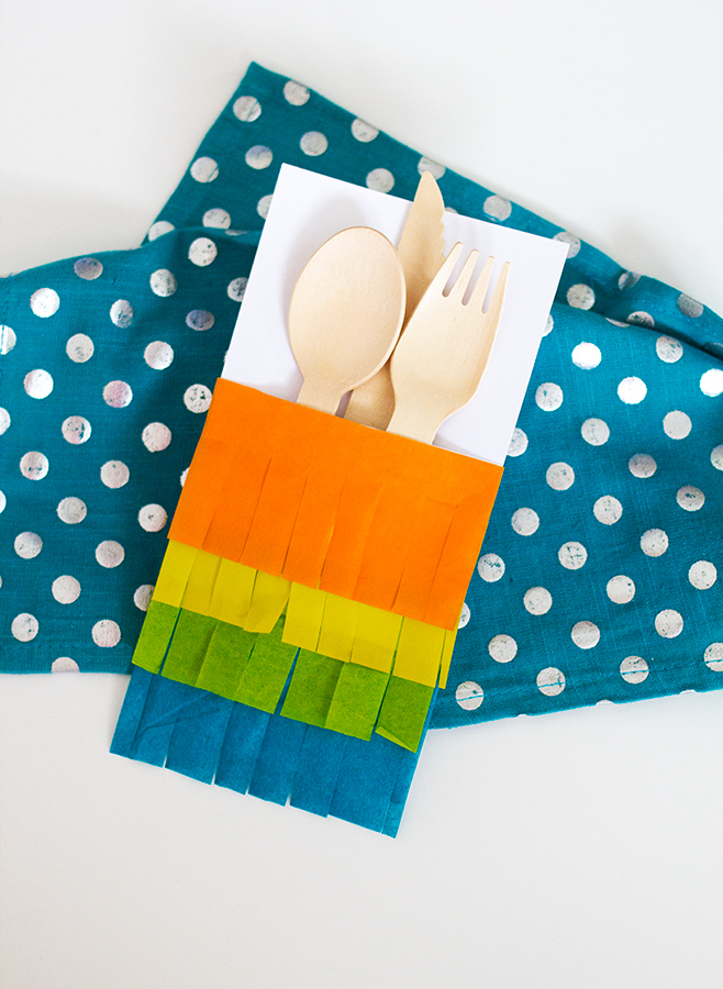 DIY Fringed Napkin Pocket | Sarah Hearts for Confetti Pop