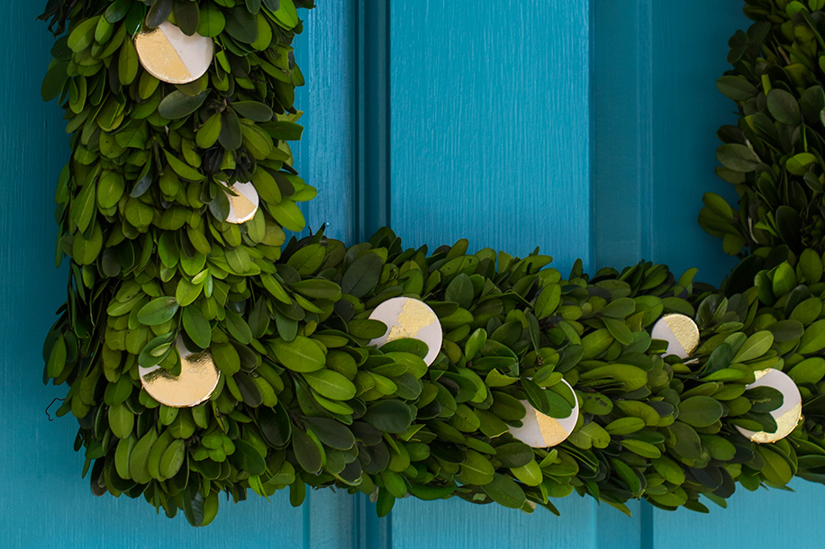 gold-leaf-boxwood-wreath-4