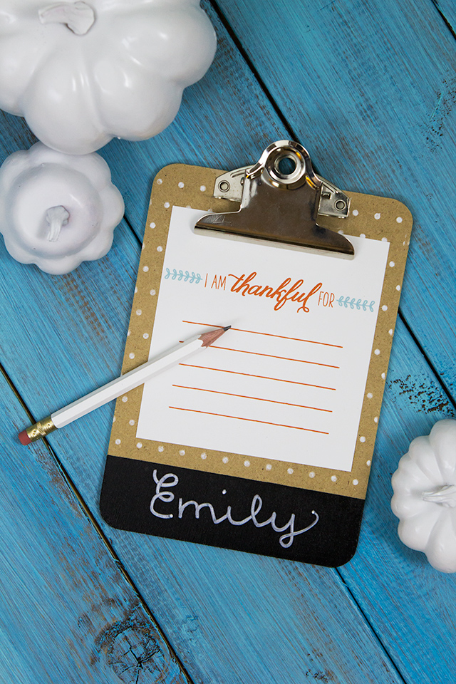 How cute are these mini clipboards? Love that they can be used as place cards and I am thankful cards.
