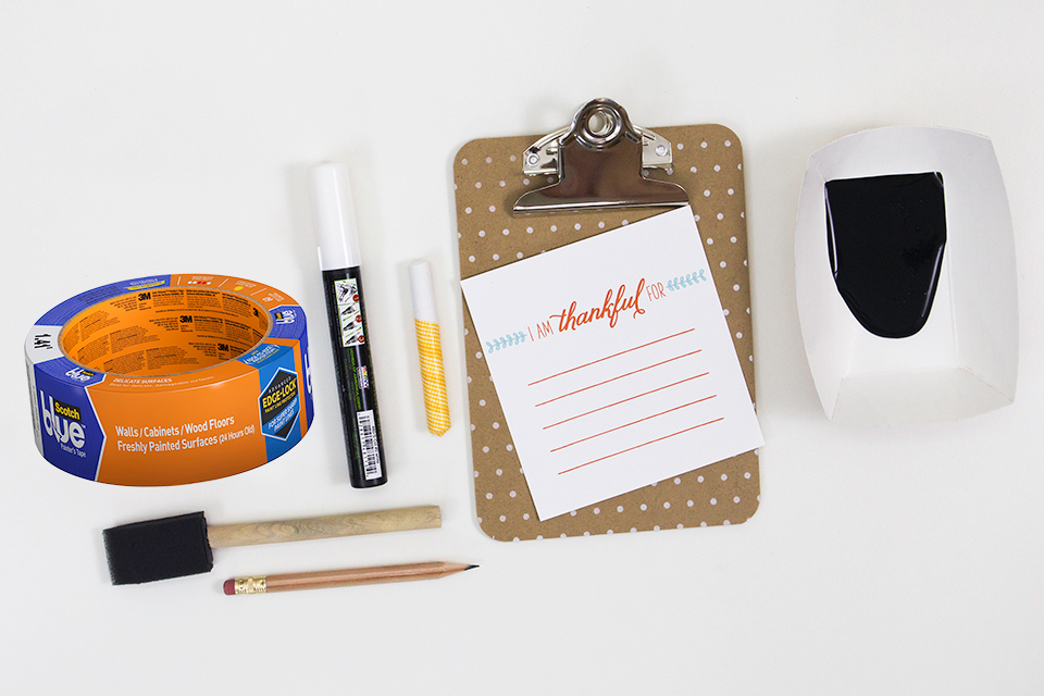 Use mini clipboards to create I am Thankful place cards for Thanksgiving dinner.