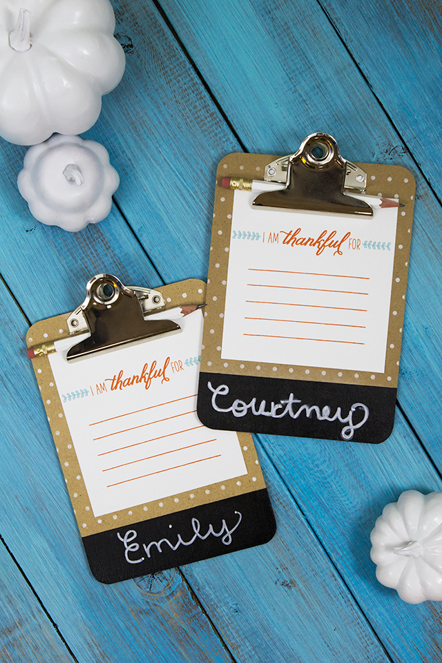 Make your Thanksgiving table stand out with these chalkboard clipboard place cards. Love that this includes the free printable card too!