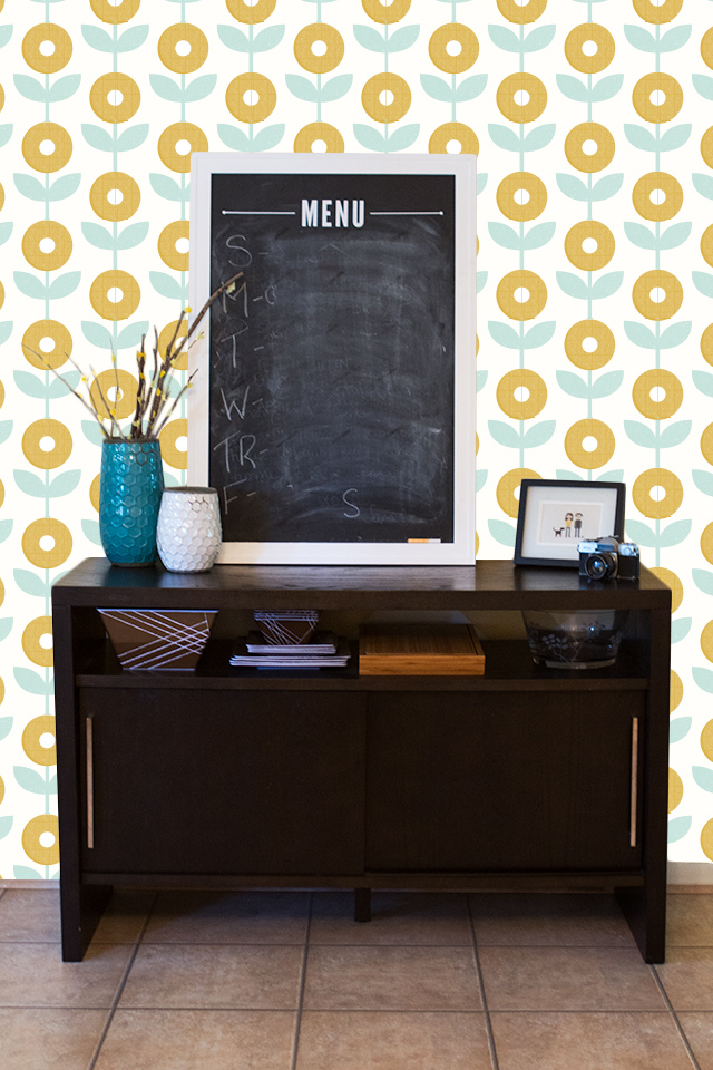 How cute is this mod flower wallpaper? I'd love it in a dining room or even a bedroom.