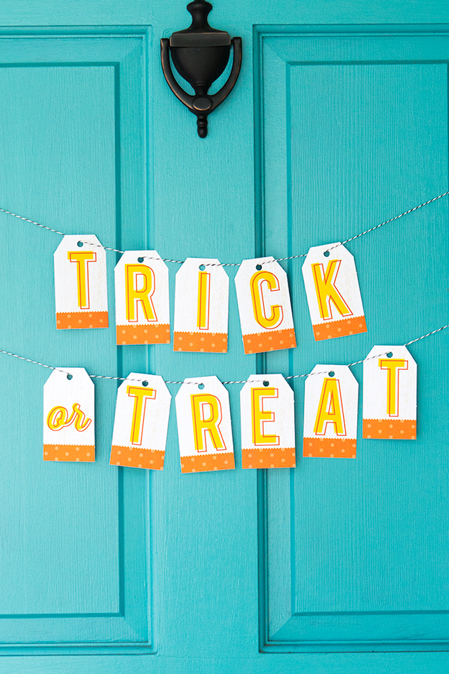 This cute printable banner would be perfect on the front door on Halloween night.