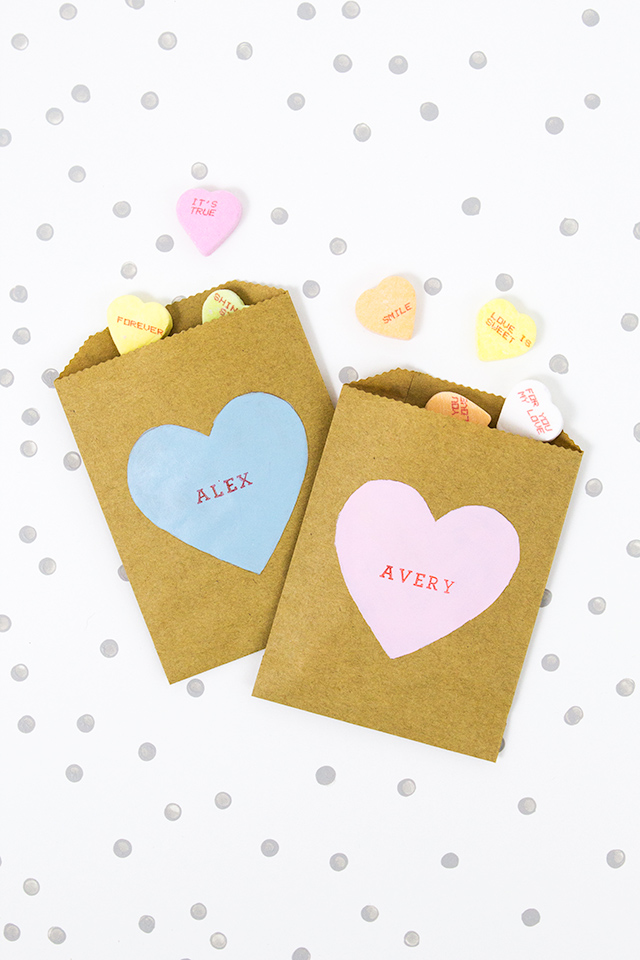 How cute are these DIY conversation heart candy bags? So cute for a kid's classroom favor or even for gal-entines day!