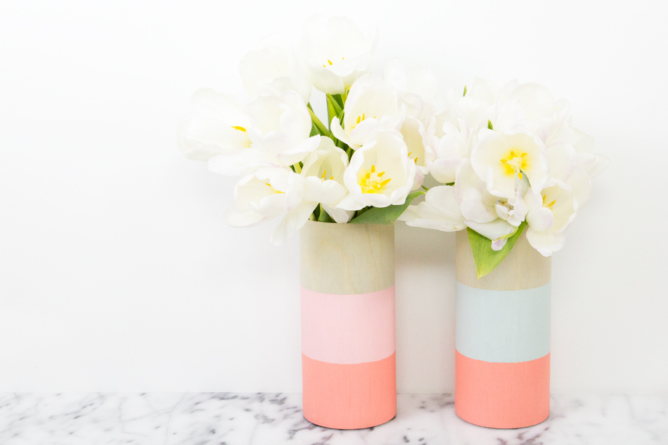 Loving the look of these DIY wood vases! So simple and so chic!