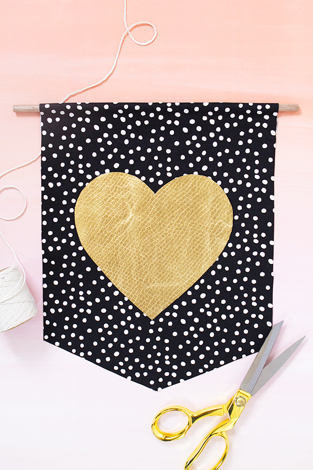 Love this heart banner! It's oh-so-perfect for Valentine's Day but would also be a cute for a wedding or just to hang in a little girl's nursery.
