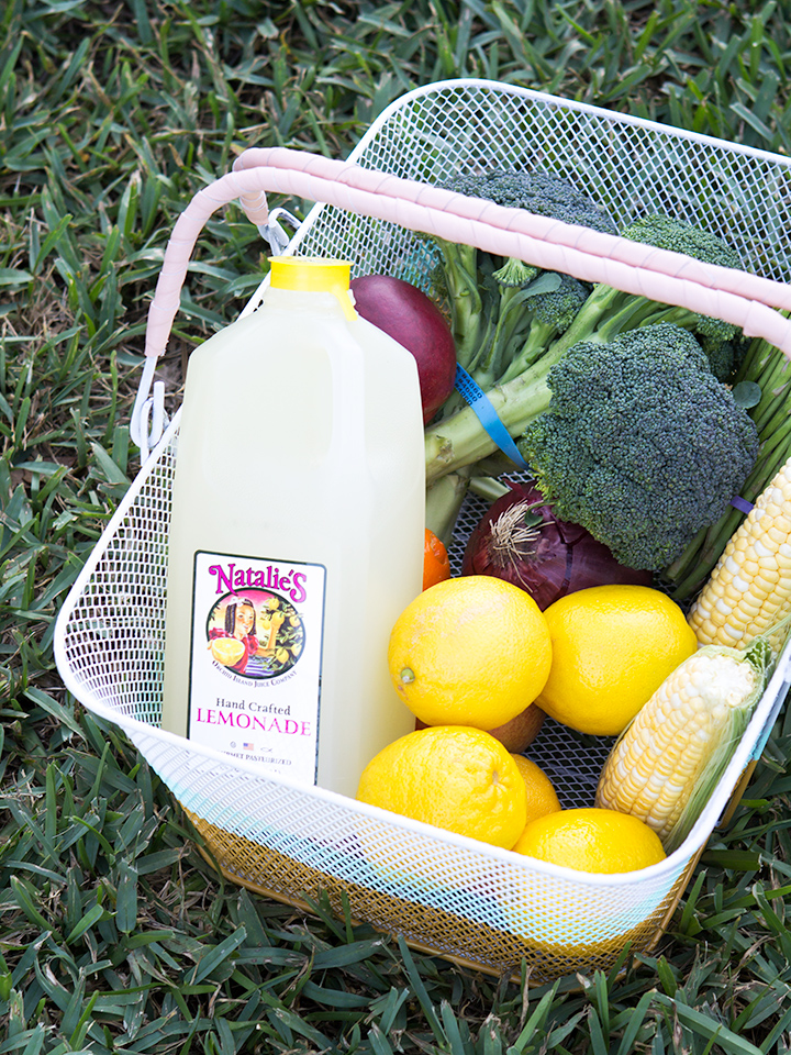 Get ready for summer and create a color blocked market basket. Perfect for toting around the farmers' market! (Click through for step-by-step tutorial)