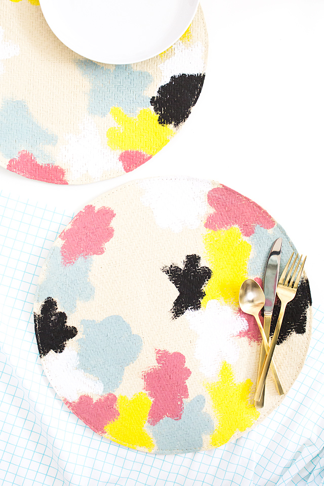You don't need to be an artist to create your own set of Kate Spade Saturday inspired placemats. Such a fun way to dress up your table for spring!