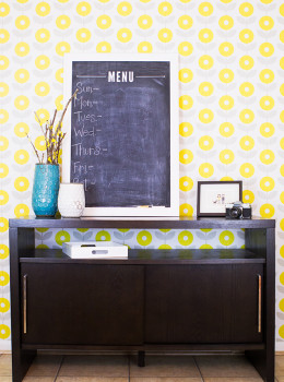 Love this bright, modern floral wallpaper! It's completely removable and doesn't use traditional wallpaper glue so it's perfect for rental homes and apartments.