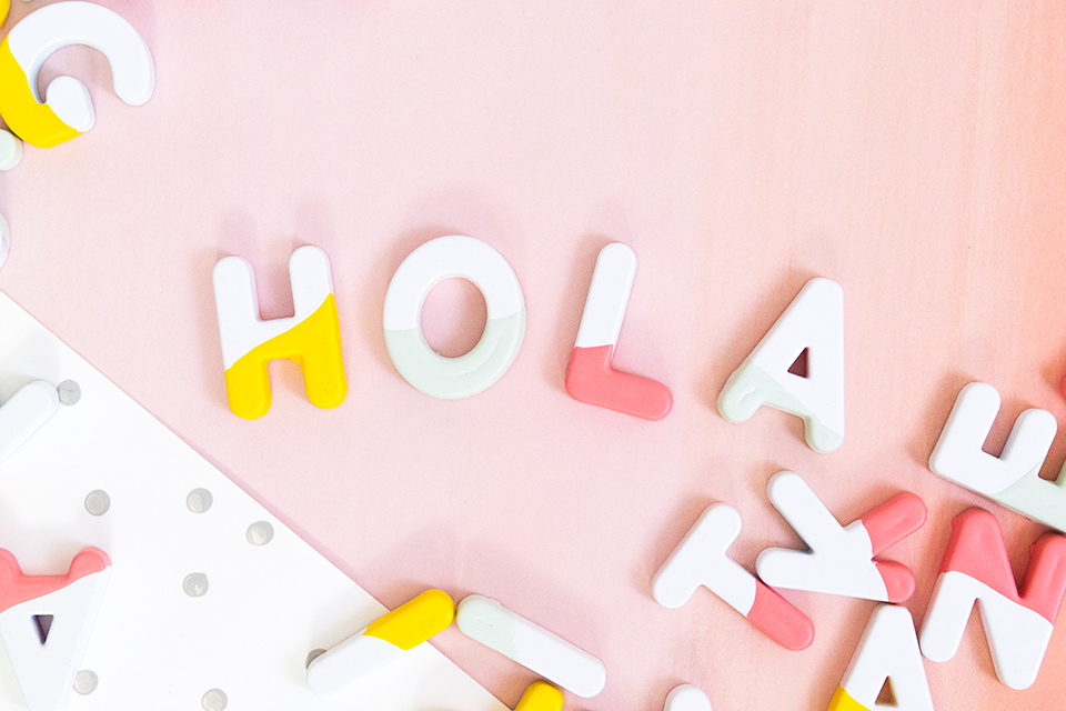 Hola! These DIY paint dipped alphabet magnets are so much cuter than regular kids ones. Perfect for a playroom, an office or the fridge!