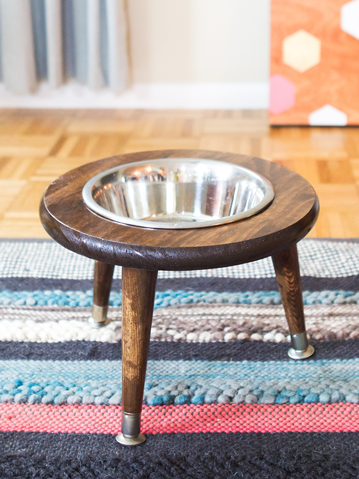 Just because you have a pet doesn't mean their supplies can't be stylish too! Create a DIY mid century stand for your dogs bowl.