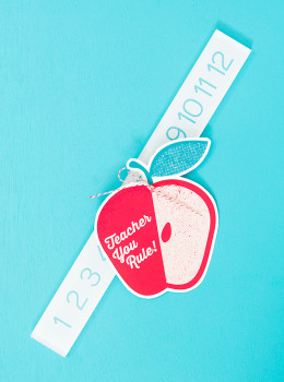 Brighten a teacher's day with this sweet gift! Click through for the free printable gift tag download.