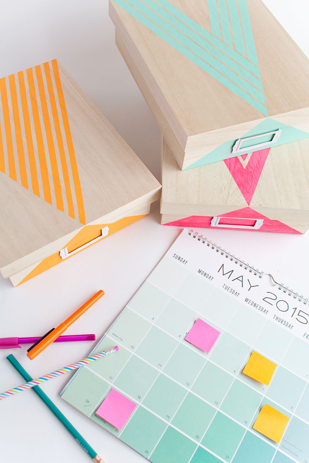 Learn how to create your own stylish DIY painted storage box! Click through for tutorial by Tell Love and Chocolate