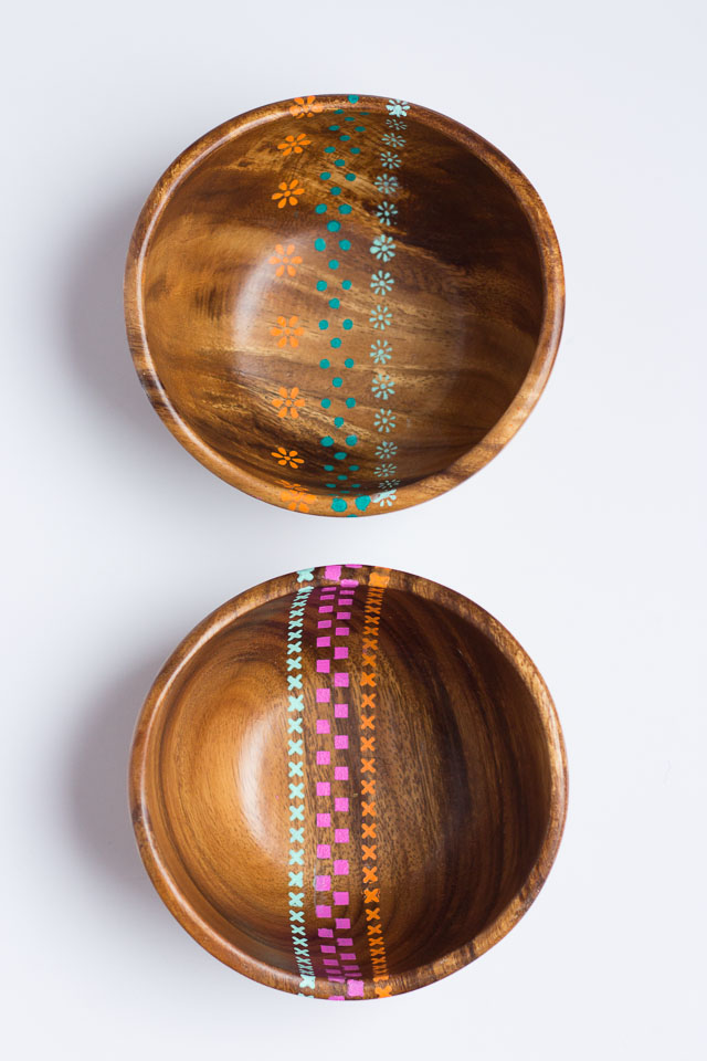 Make your table shine with these DIY stenciled wood bowls. Click through for the tutorial by Design Improvised.