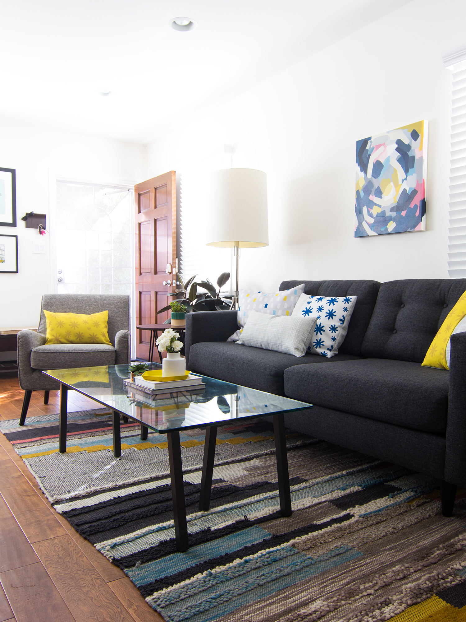 Small narrow living room? No problem! See how one blogger worked with her tiny space to create an inviting and comfortable living room.