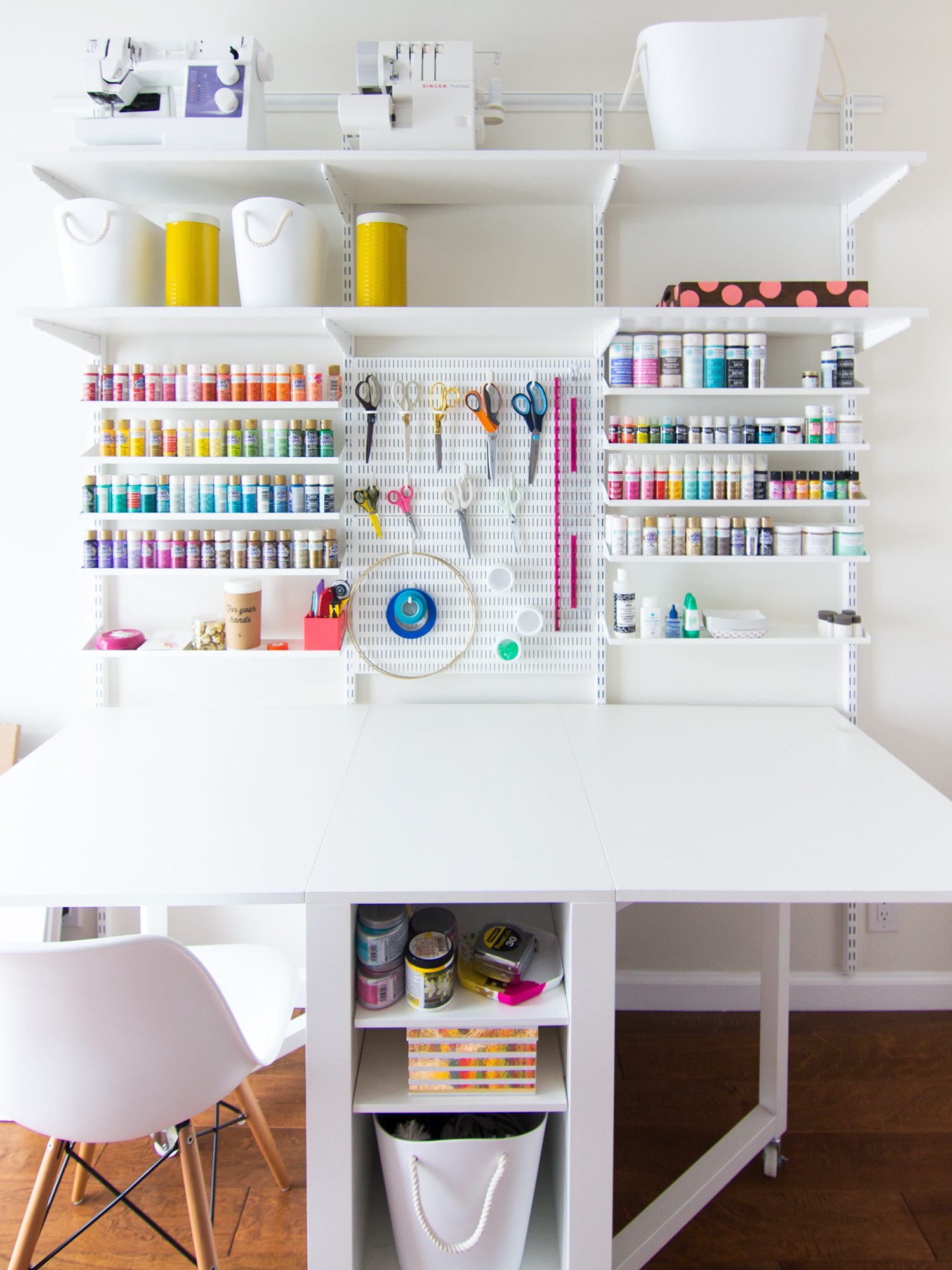 New home office and craft room reveal sarah hearts - Idee deco bureau travail ...