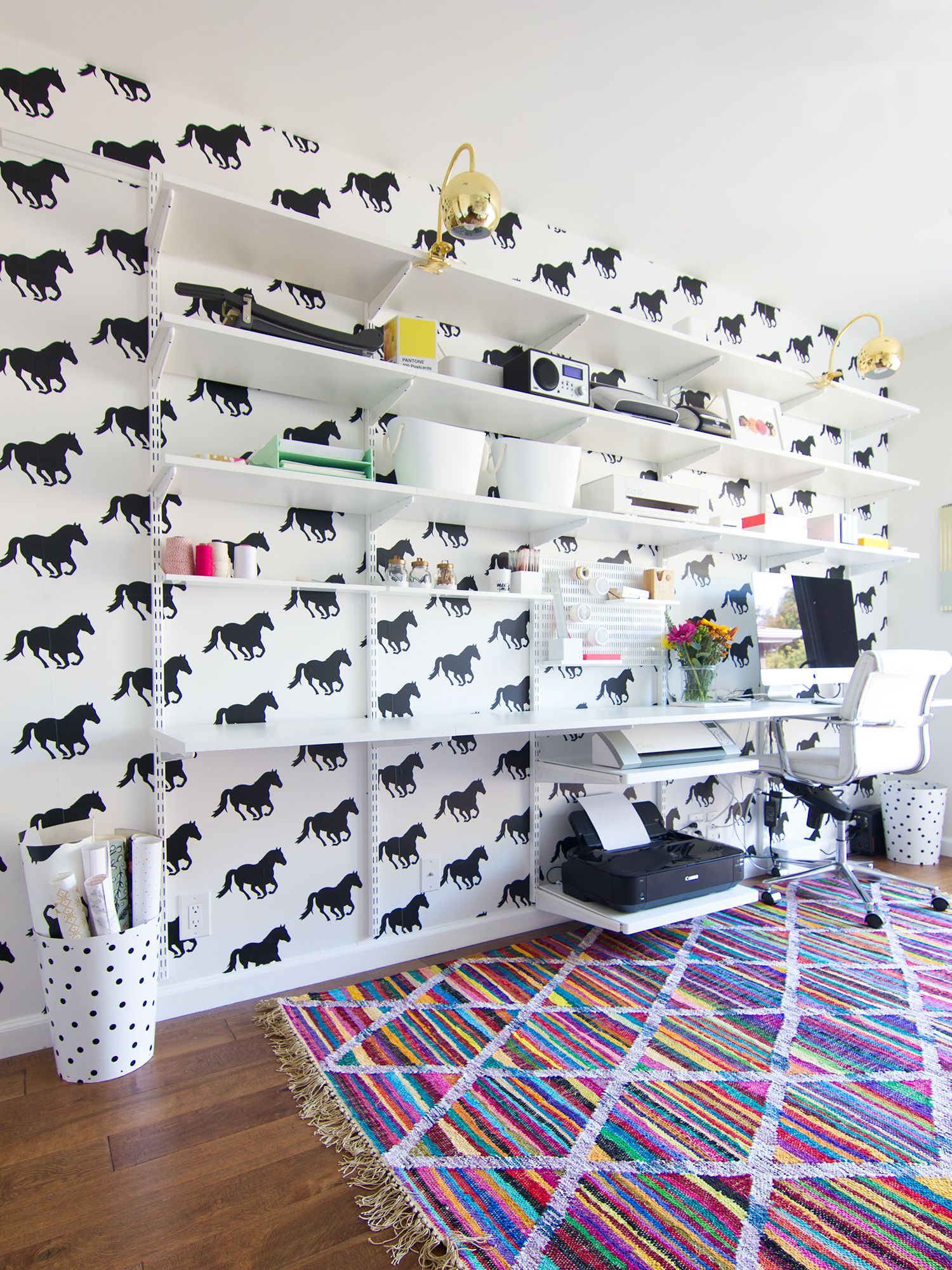 Loving this wall and desk combo in blogger Sarah Hearts' home office! (click through for details)