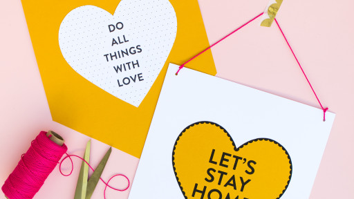 Make your valentine, sister or best friend these cute paper Valentine's Day banners. Click through for video tutorial and to download the free printable design.