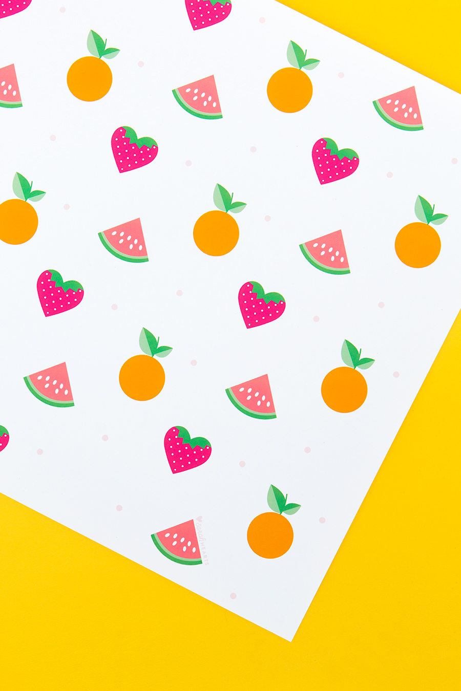 Protect your table and make dinner clean up a breeze with these free printable summer fruit placemats. Perfect for summer parties and bbqs!