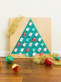 Learn how to make your own custom printable advent calendar! Click through to watch the video tutorial.