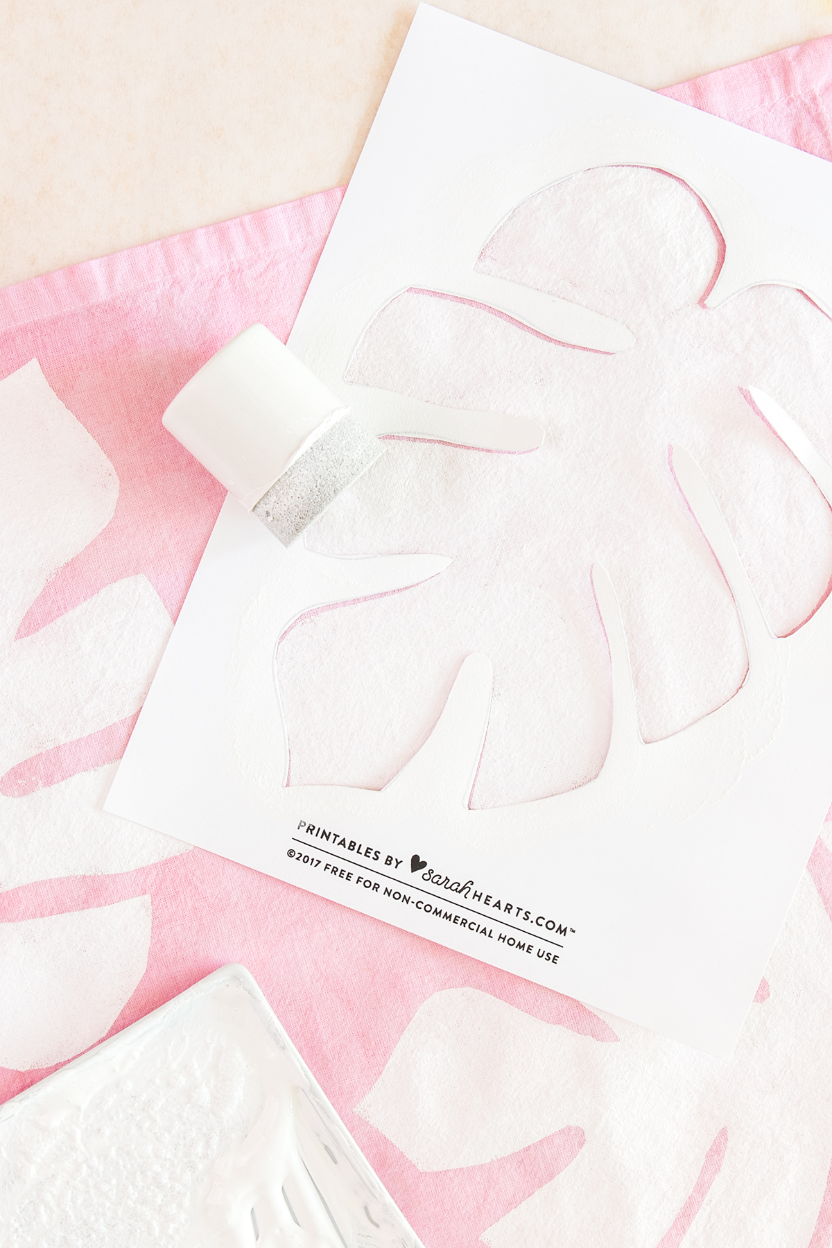 Create your own beautiful, stenciled monstera leaf cloth napkins!