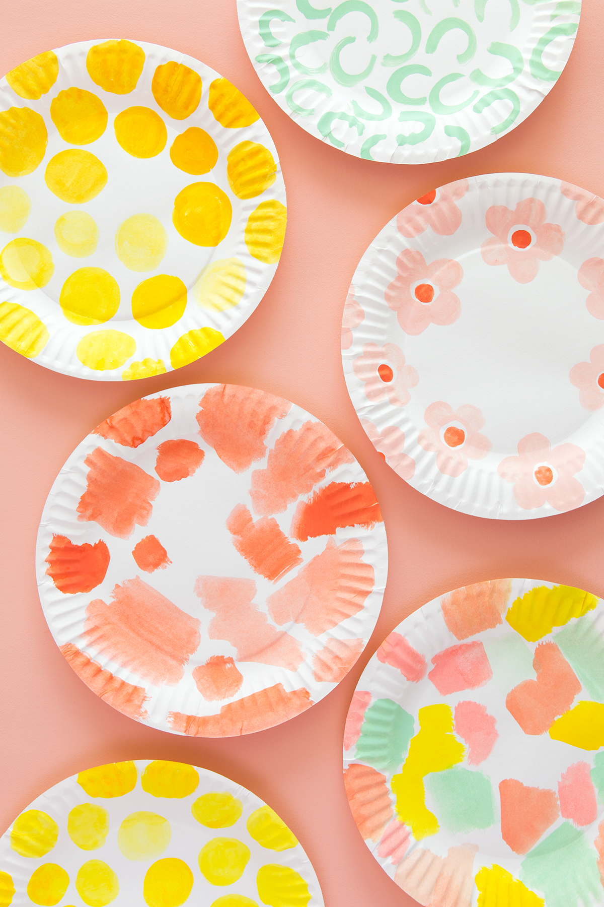Learn how to make a food container using a paper plate! Click through for video instructions.