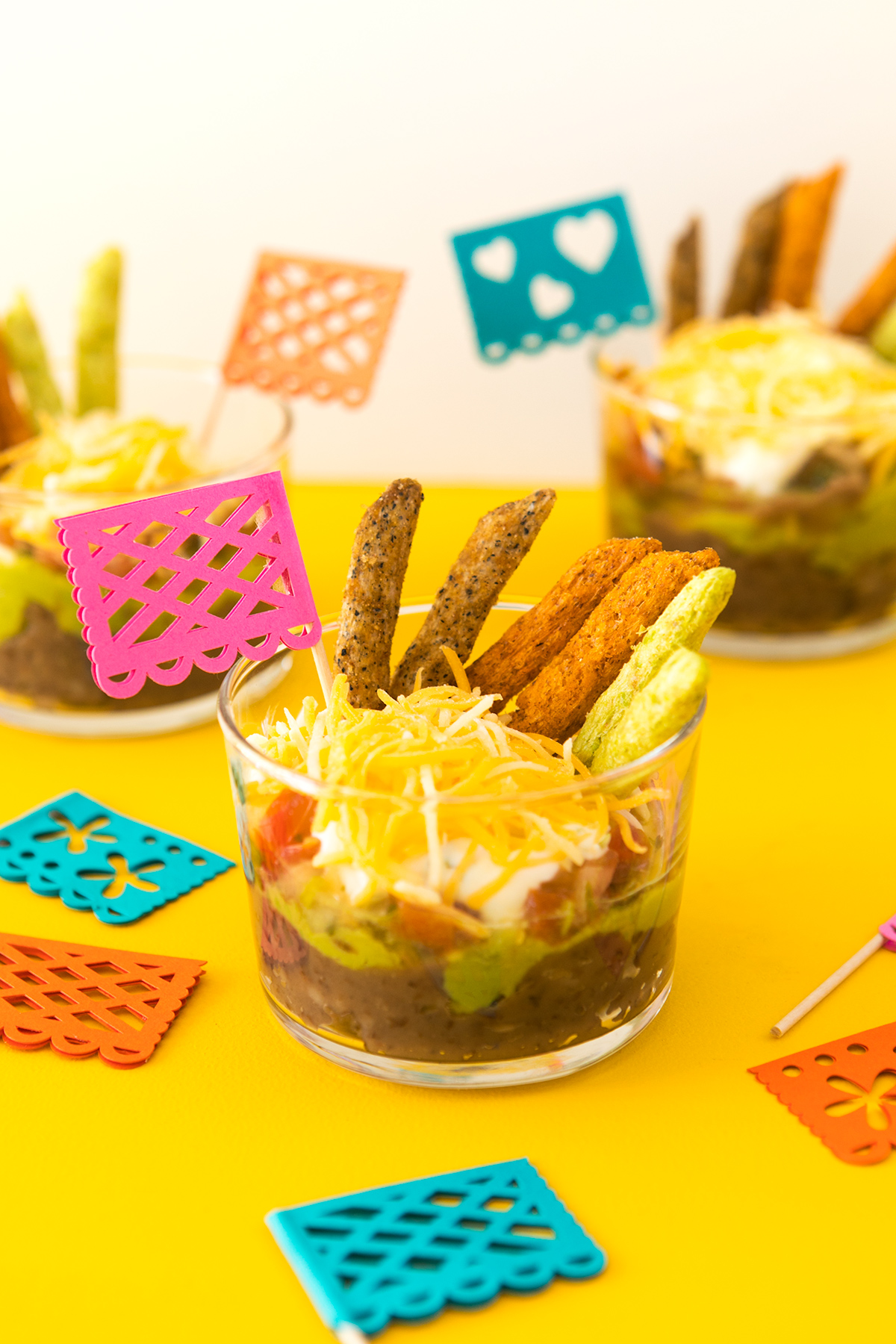 Celebrate Cinco de Mayo with these easy recipe! This 5-layer dip can be assembled in just 5 minutes. (Click through for video recipe)